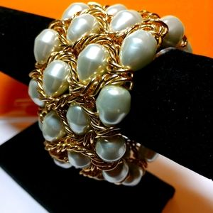 Bracelet Four Rows of Pearls With Gold Chain NWT